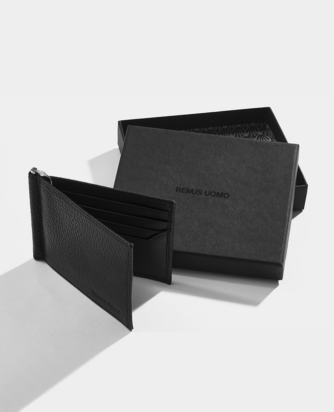 Leather Bi-Fold Wallet With Moneyclip